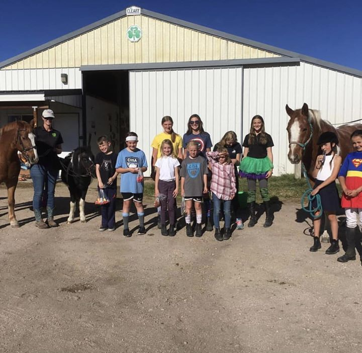 Pine Ridge and Arapahoe Hunt had a great time together at the PRPC Halloween Party! Costume contest, games, prizes, and treasure hunt in the pasture. Don't forget the horses bobbing for their own apples. Teddy won that one hands down. Congrats to Julia for 1st prize as a taco. Everyone was so creative!